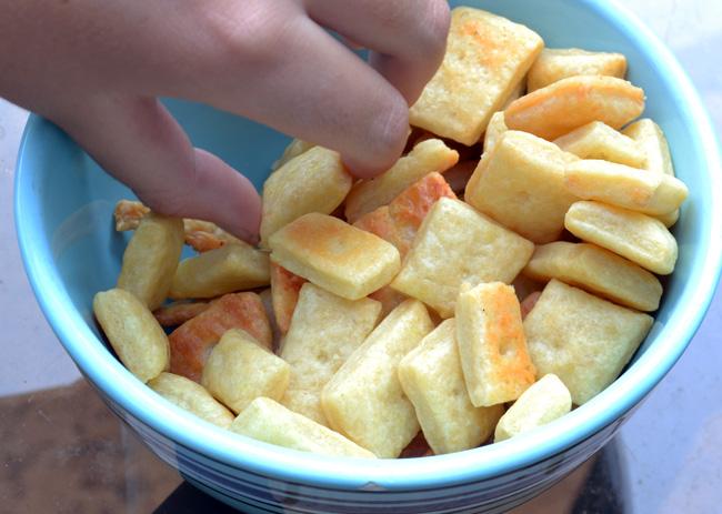 Gourmet Homemade Cheese Crackers