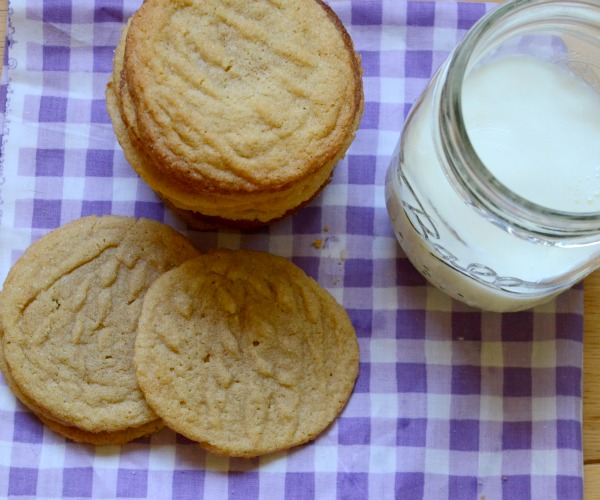 Gluten Free Peanut Butter Cookies| These simple cookies use rice flour instead of regular flour to make them gluten free and perfectly chewy. | www.thesurferskitchen.com