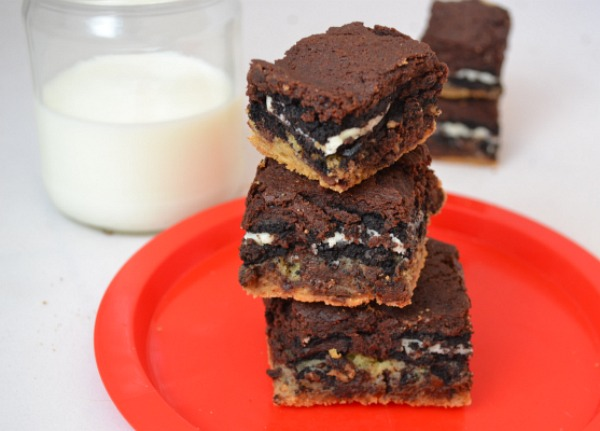 brownie cookie with oreos